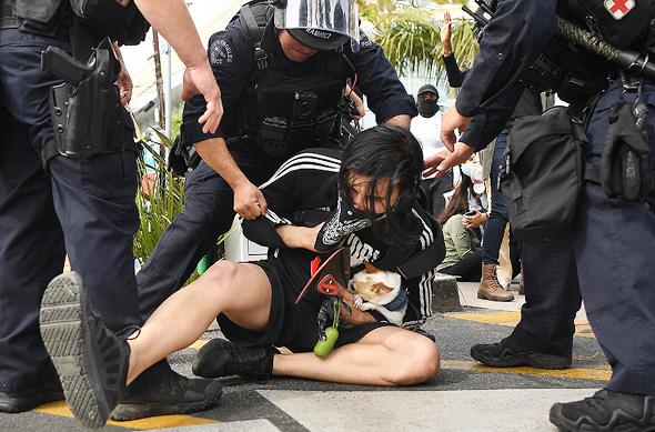 מעצר של מפגין בלוס אנג'לס