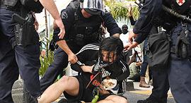 מעצר מפגין בלוס אנג'לס, צילום: אם סי טי