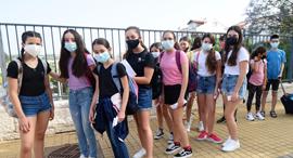 קורונה בית ספר גבעת רם קריית אתא תלמידים תלמידות מסכות , צילום: נחום סגל