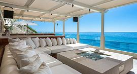 כל בית צריך מרפסת. באחוזה הזו היא משקיפה על האוקיינוס השקט, צילום: MIKE HELFRICH
