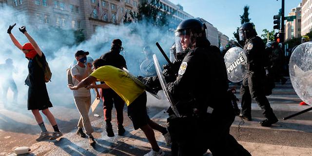 """הפגנות ענק בארה""""ב למרות העוצר, עוד כוחות בוושינגטון"""