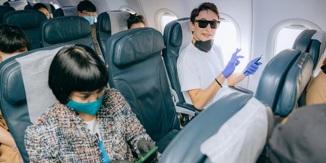 עם מסיכות ומגבלות על יציאה לשירותים: הנחיות הטיסה בעידן הקורונה