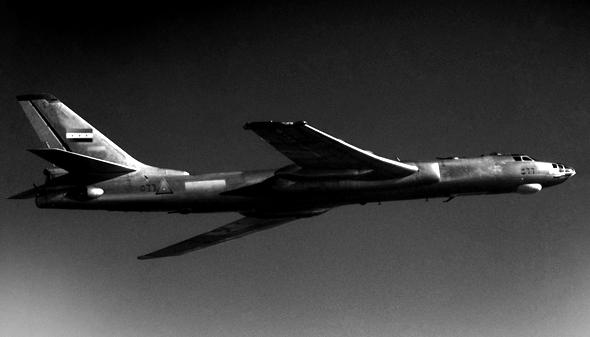 טופולב 16 באוויר, צילום: NARA