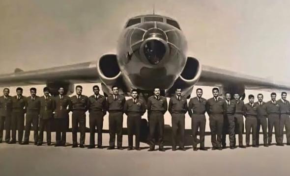 אנשי טייסת 10, ביניהם צוות הטופולב שתקף בישראל, צילום: USA DOD