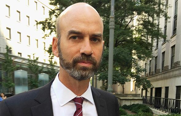 עורך מדור הדעות של הניו יורק טיימס שהתפטר, ג'יימס בנט