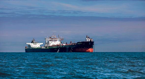 ספינה המובילה מיכליות נפט (ארכיון)