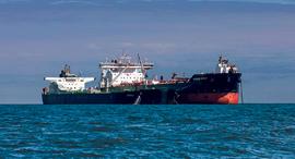 ספינה עם מכליות נפט שיצאה מ  בריטניה בחודש שעבר, צילום: בלומברג