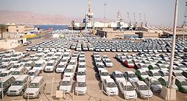 מכוניות חדשות ממתינות בנמל אילת, צילום: יוסי דוס סנטוס