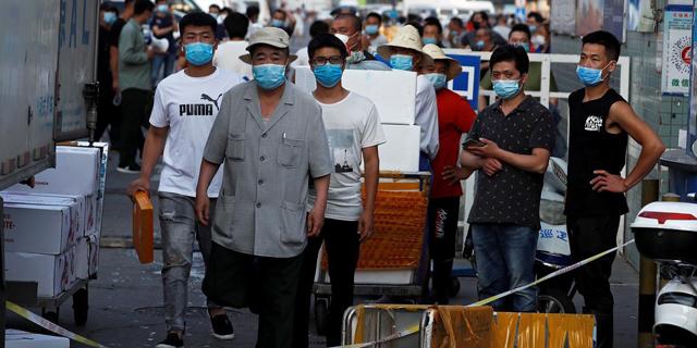 """""""מצב חירום מלחמתי"""" בבייג'ינג - עשרות נדבקים בשוק מזון"""
