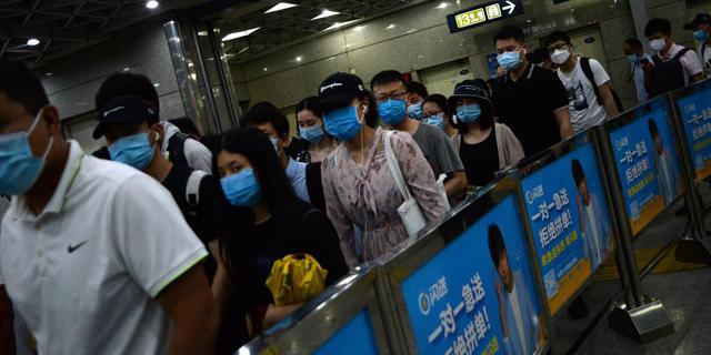 חשש להתפרצות מחודשת של הקורונה בבייג'ינג: מחסומי דרכים הוקמו, בתי ספר נסגרו