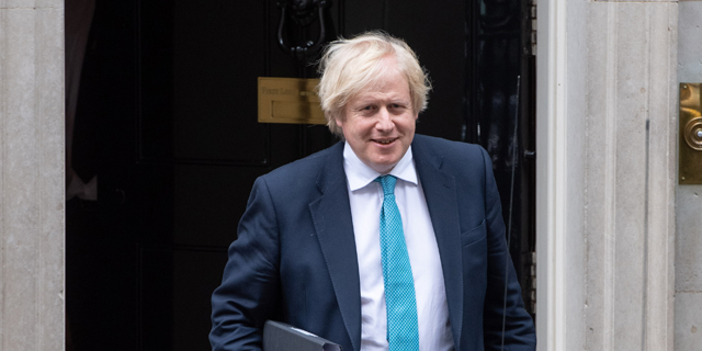 מגזר השירותים הרדום הפיל את בריטניה למיתון חסר תקדים