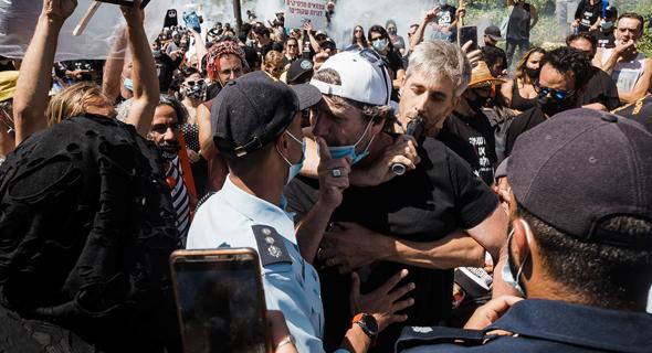 משתתפים בהפגנה
