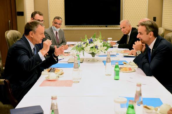 Greek Prime MinisterKiryakos Mitsotakis meets with Jerusalem Venture Partners chairman Erel Margalit. Photo: Dana Levi