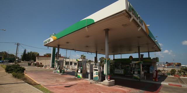משרד האנרגיה הזניח את התחרות: רוב תחנות הדלק מוכרות בנזין ללא הנחה