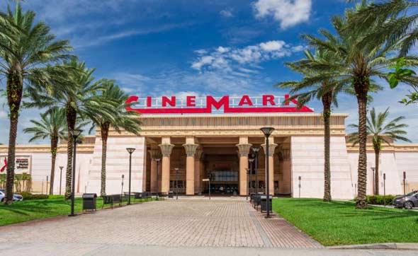 """בית קולנוע בפלורידה, ארה""""ב"""