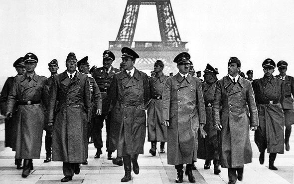 היטלר ופמלייתו בפריז הכבושה, 1940