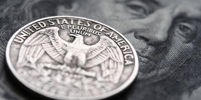 הדולר נגע בשפל של 12 שנים מול השקל; היורו מתחת ל-4 שקלים