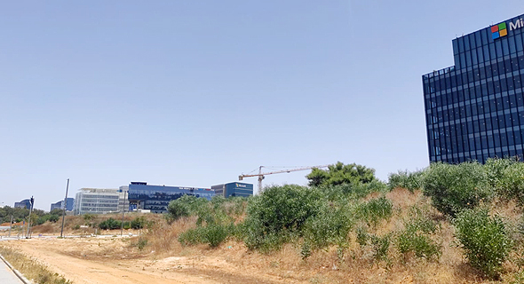 קרקע שעומדת למכירה ליד קמפוס מיקרוסופט הרצליה פיתוח