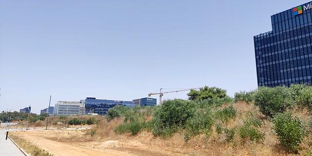 """אקרו נדל""""ן וקנדה ישראל רוכשות מגרש לתעסוקה בהרצליה פיתוח ב-65 מיליון שקל"""