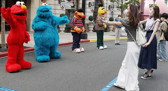 ריחוק חברתי בפארק יוניברסל ביפן, החודש