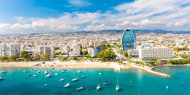 """קפריסין:  שדות התעופה ייפתחו ב-1 במרץ עפ""""י שיטת הרמזור"""