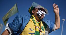 ברזיל קורונה תומכת של הנשיא ז'איר בולסונארו בהפגנת תמיכה בו, צילום: איי פי