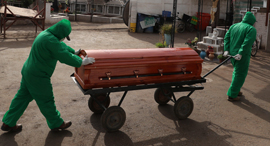 הלוויה בצ'ילה של חולה קורונה, צילום: רויטרס