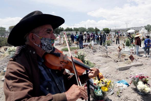 לוויה של חולה קורונה במקסיקו סיטי, צילום: רויטרס