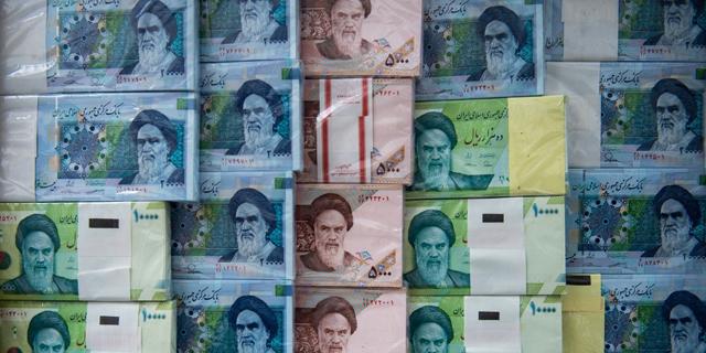 הריאל בשפל של כל הזמנים, וההנהגה באיראן אובדת עצות