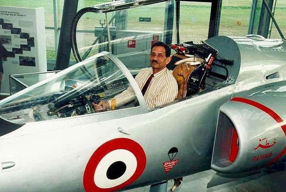 קאפיל ברגאווה בקוקפיט ה-HA300; צולם במוזיאון ב-1998