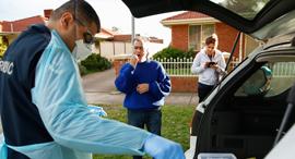 בדיקות קורונה בויקטוריה, צילום: EPA