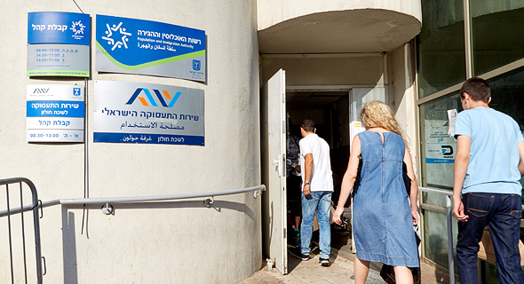 Unemployed people entering the employment services office in Holon. Photo: Israel Employment Services