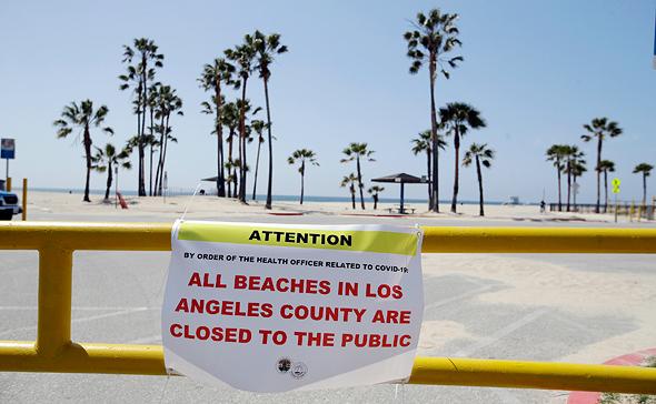 חוף ים בלוס אנג'לס בזמן הסגר במרץ