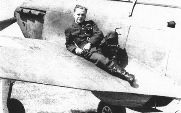 ריי הולמס ומטוסו הנאמן, צילום: the Guardian