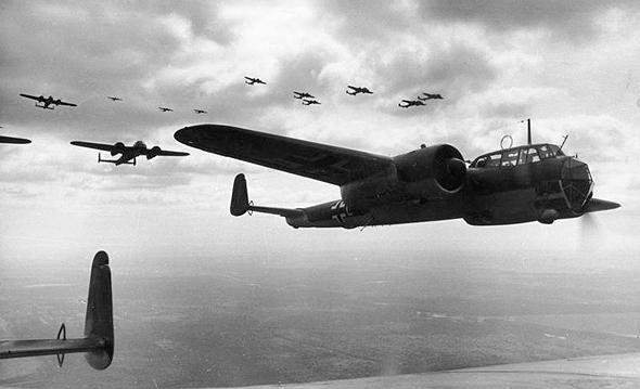 מטוסי דורניה 17 גרמניים בדרכם למטרות, צילום: Bundesarchiv
