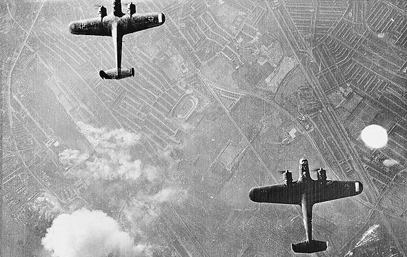 זוג מפציצי דורניה 17 מעל ללונדון. אגב, דורניה ולא דורניר; ממציאו, קלאודיוס דורניה, היה בעל שורשים צרפתיים , צילום: Wikimedia
