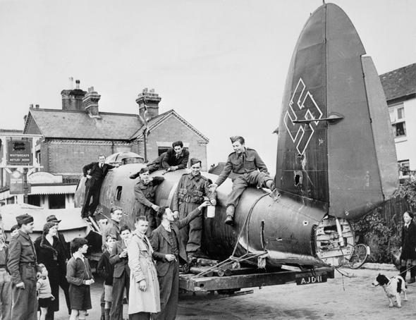 שברי מפציץ גרמני באנגליה, מקור: Wikimedia