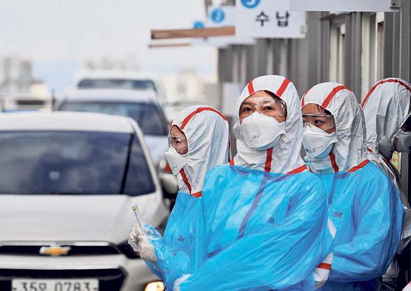 תחנה לבדיקת קורונה בדרום קוריאה, צילום: רויטרס