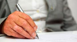 צוואה קשיש חתימה חוזה ירושה, צילום: שאטרסטוק