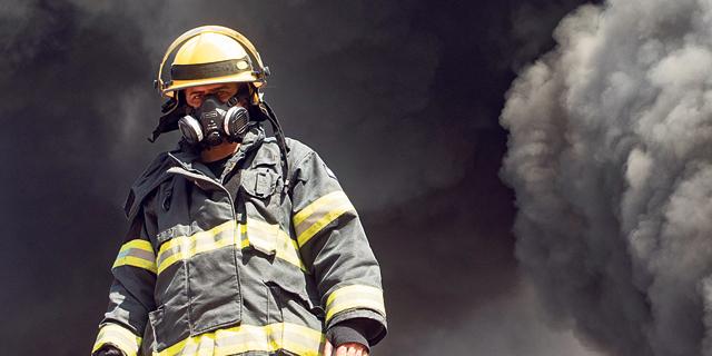 קשה לנשום: יותר מפעלים מזהמים, יותר חולי קורונה