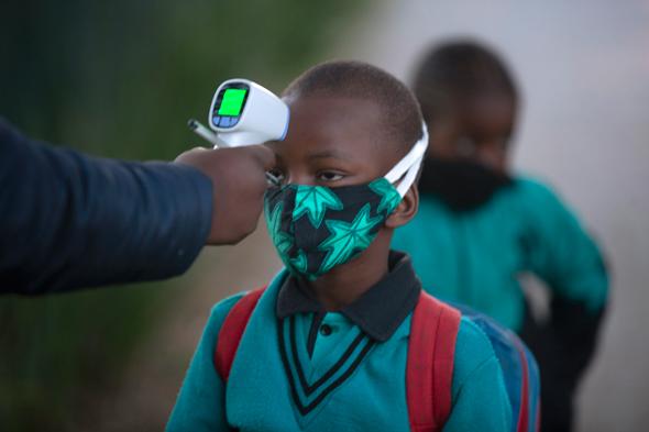 בדיקת תלמידים בדרום אפריקה
