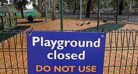 גן משחקים סגור במלבורן, צילום: רויטרס