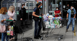 קניות בגרמניה, צילום: רויטרס