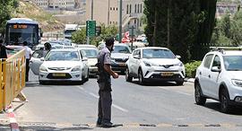 סגר ביתר עילית רכבים יוצאים פקק תנועה נגיף וירוס קורונה הקורונה, צילום: עמית שאבי