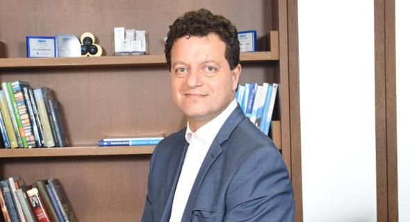"""יו""""ר בנק לאומי סאמר חאג' יחיא"""