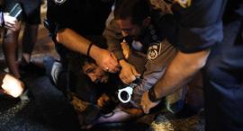 מחאה הפגנה משבר כלכלי קורונה בכיכר רבין עצמאים מעצר מפגין, צילום: אי פי איי