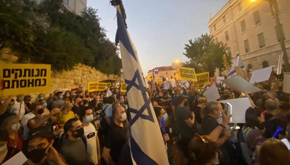 המפגינים נושאים דגלי ישראל, צילום: יונתן קסלר