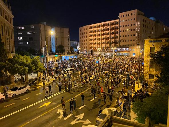 מפגינים ליד בית ראש הממשלה