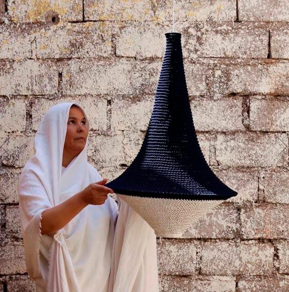 יצרנית סלים מהשוק במרקש שעבודותיה נמכרות באתר