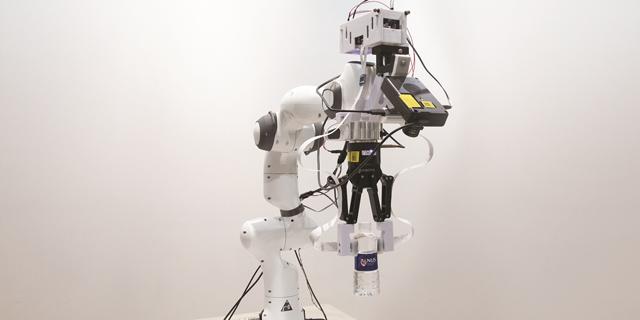 עור מלאכותי: חוקרים הצליחו לגרום לרובוט לקרוא כתב ברייל